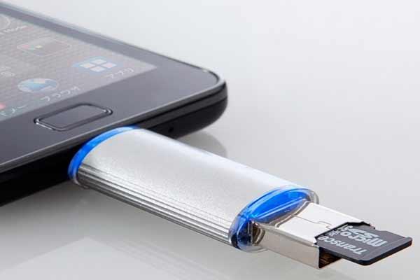 Полезный лайфхак_как подключить флешку к смартфону - Переходник под карту памяти