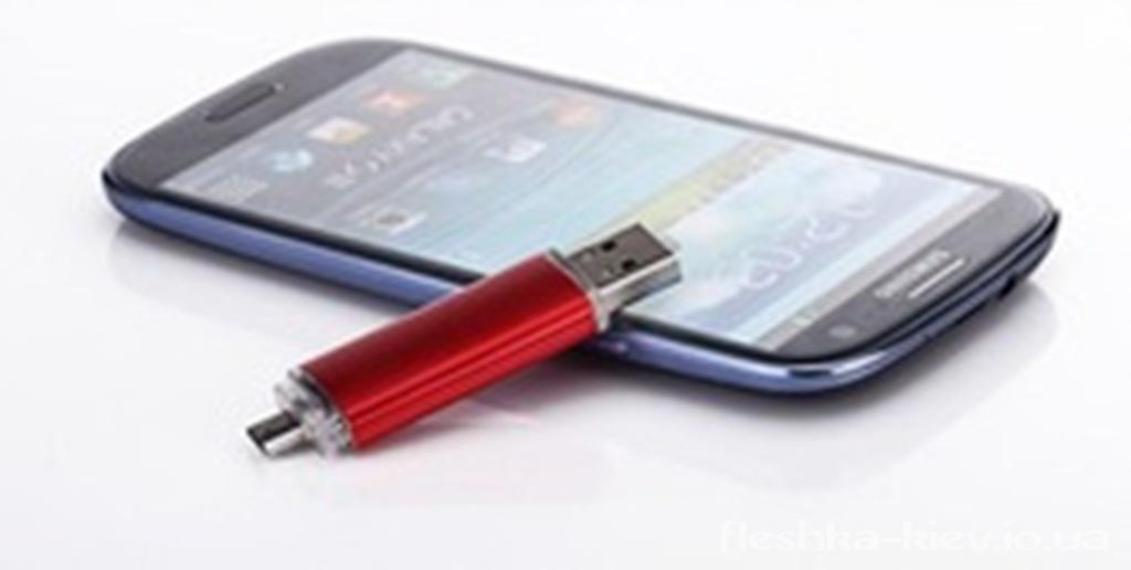 Полезный лайфхак_как подключить флешку к смартфону - Смартфон с флешкой