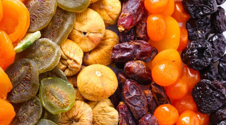 Сухофрукты-инжир и финики