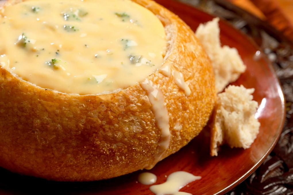 Суп в хлебе-подача