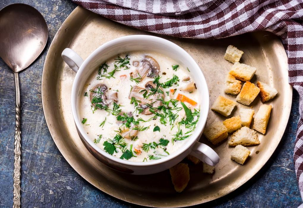 Сырный суп с крутонами-сытный обед