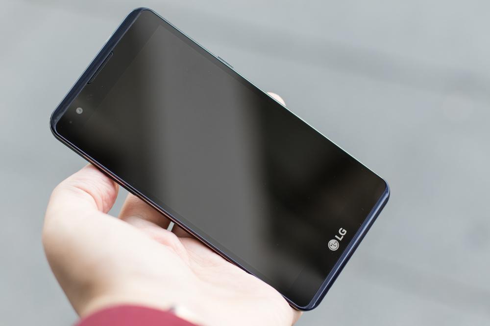 ТОП-10 смартфонов с емкими аккумуляторами - LG X Power K220DS
