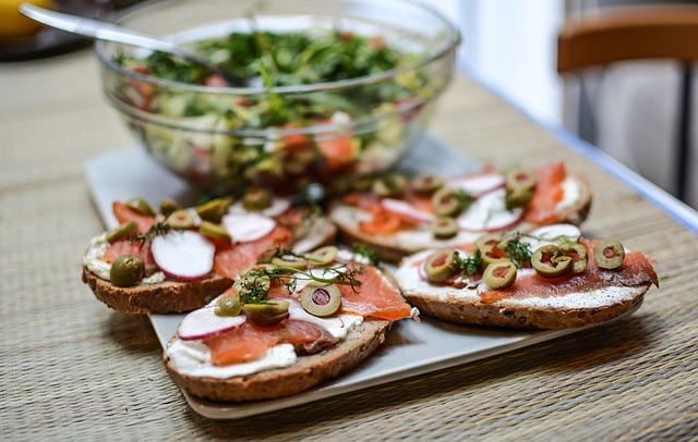 Творожный сыр и семга-бутерброд