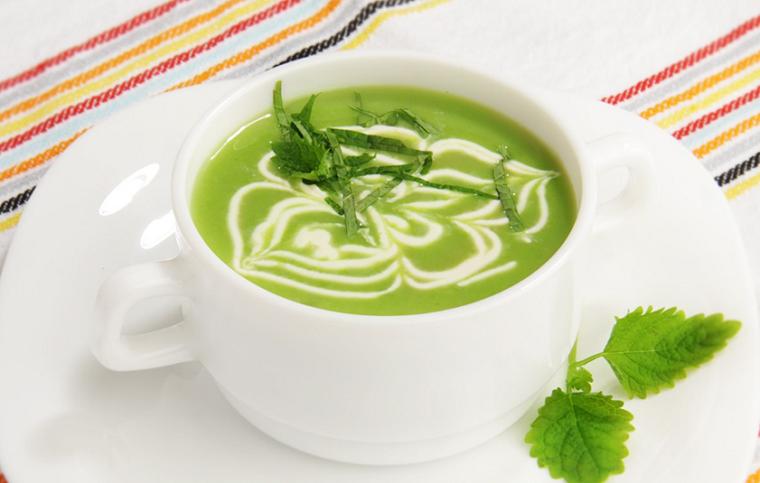 Яркий и шелковистый крем-суп из зеленого горошка