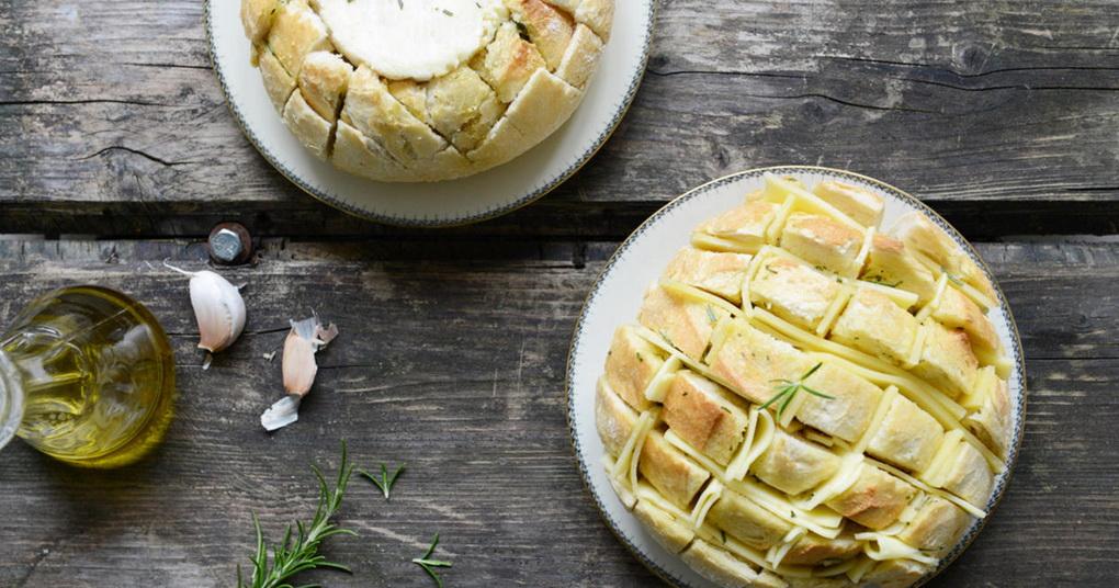 Запеченный батон-с сыром и чесноком