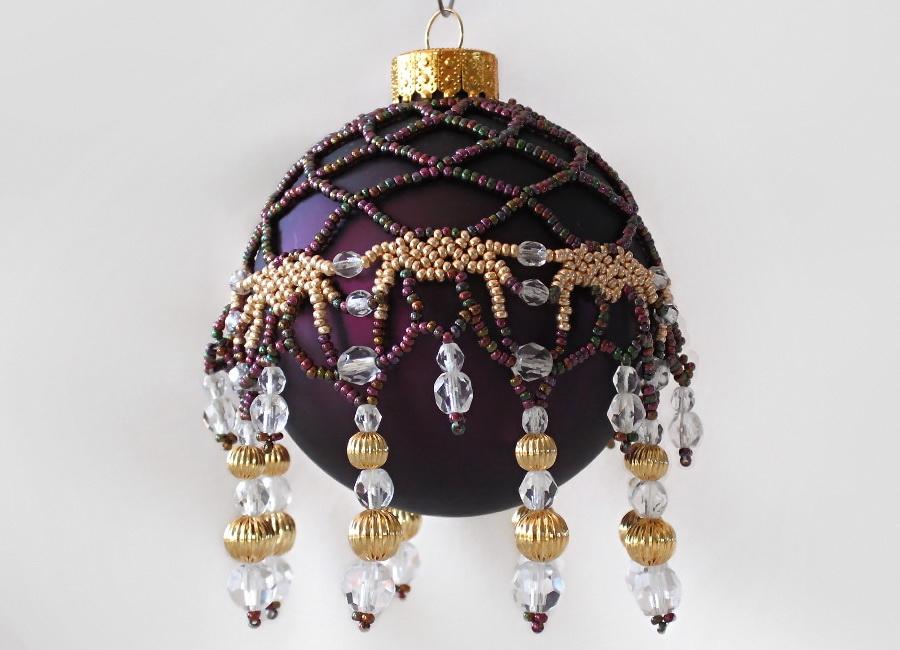 Декор новогоднего шара-бисером