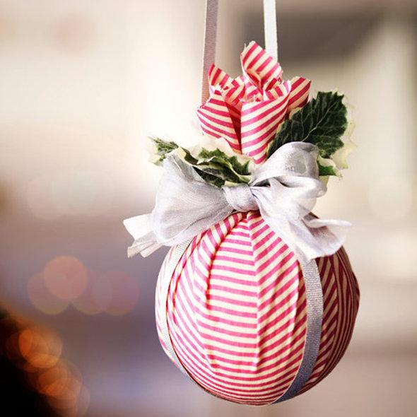 Декор новогоднего шарика тканью-идеи фото 1