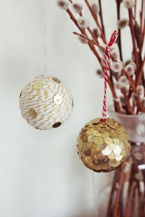 Игрушки-из канцелярских кнопок и шаров из пенопласта