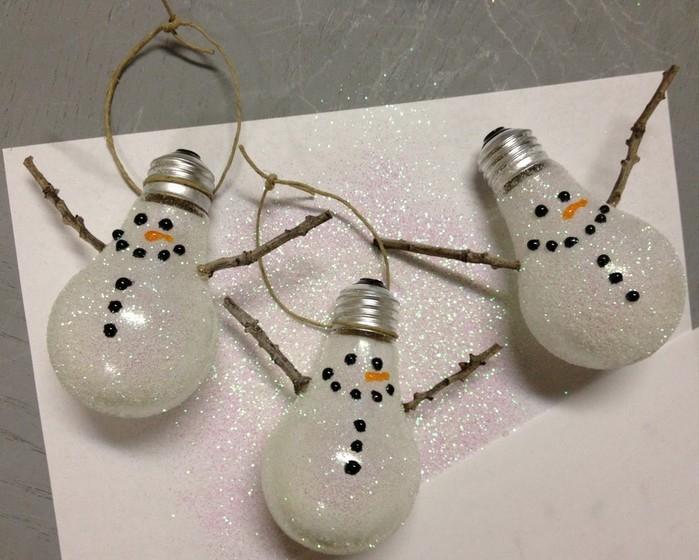 Лампочки-снеговики