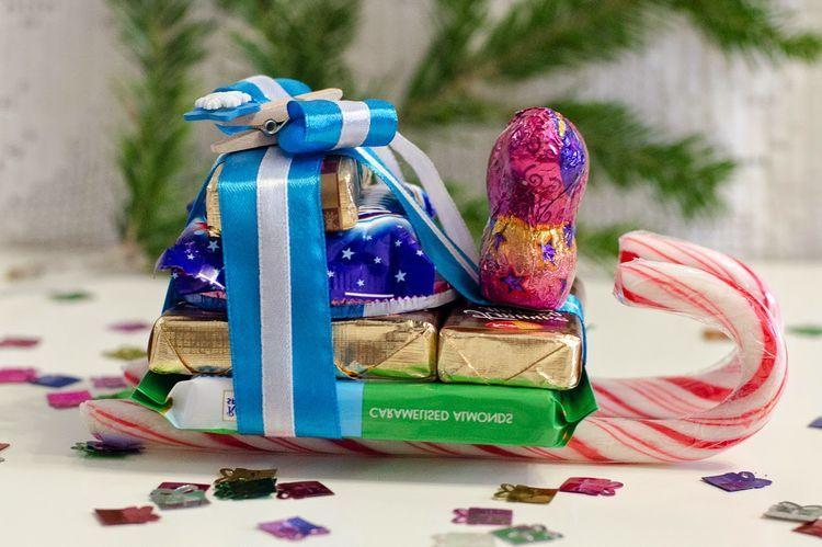 Новогодние сани-сладкий подарок