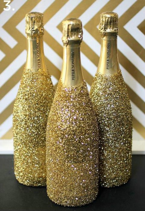 Новогодний декор бутылки шампанского-блестки