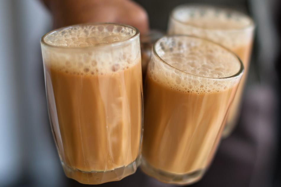 Teh tarik-подача в стаканах