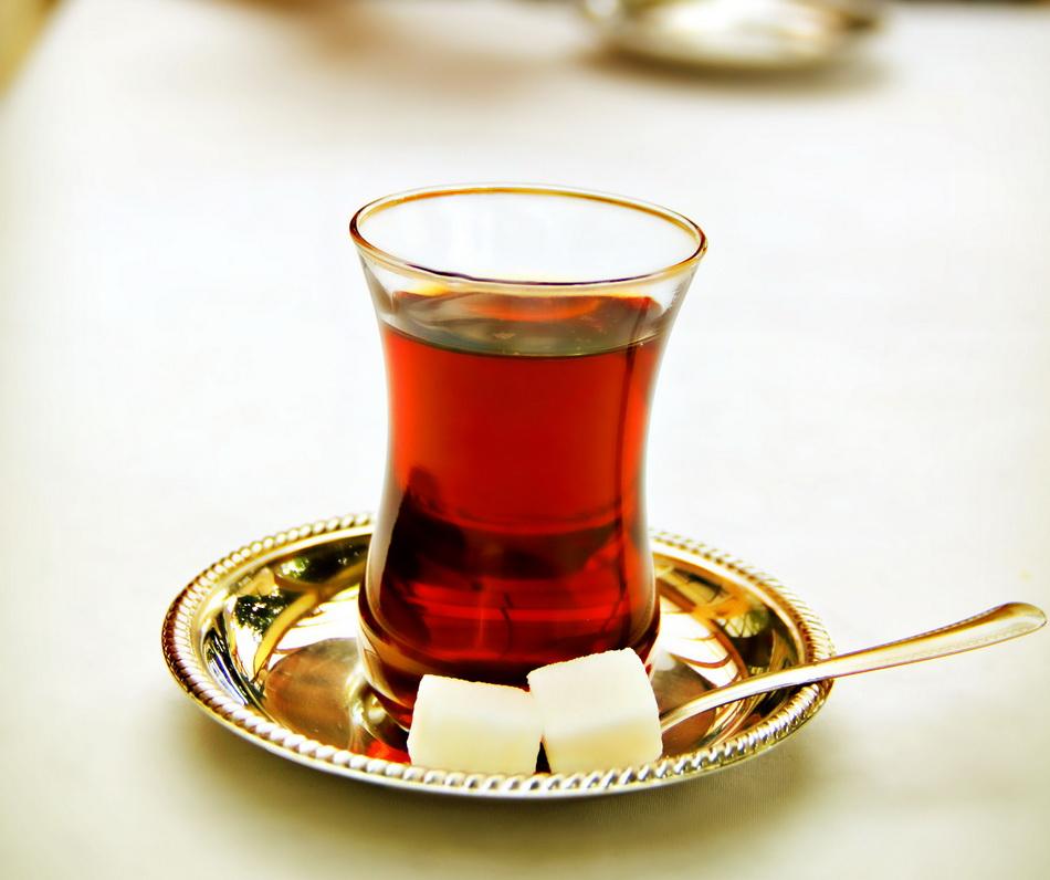 Турецкий чай-с кусочками сахара