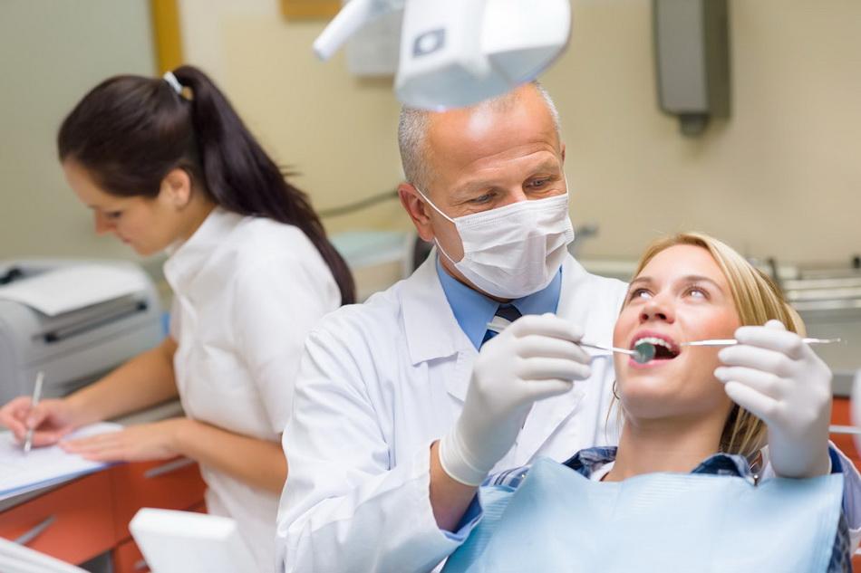 У стоматолога-профилактика кариеса