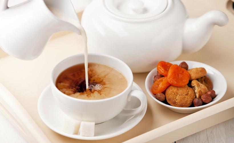 Великобритания-чай с молоком и сухофруктами