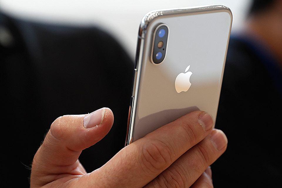 iPhone X-в руках
