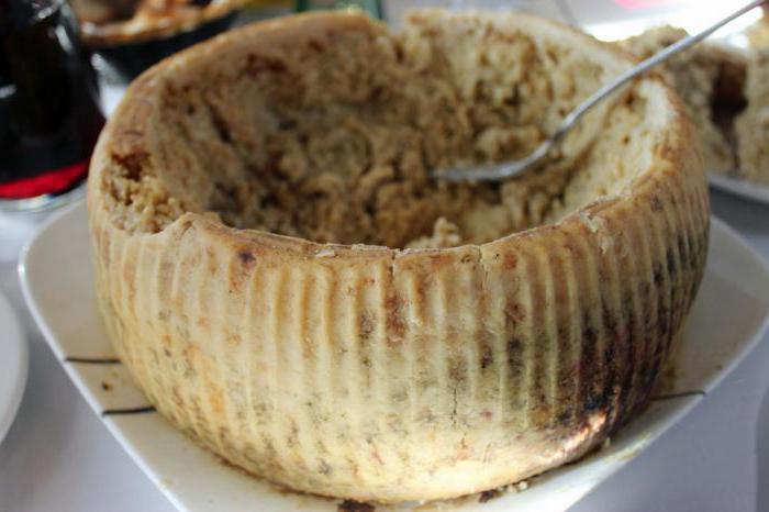 Casu Marzu-сыр с живыми личинками