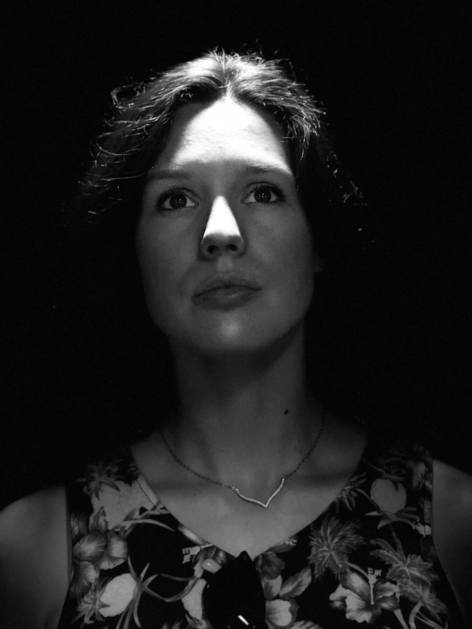 Как использовать портретный режим и портретное освещение в iPhone X - Монохромное сценическое освещение