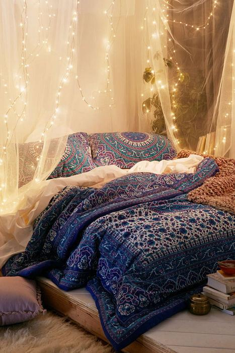 Кровать с балдахином-фото