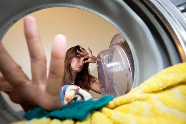 Неприятный запах в стиральной машине_лучшие способы избавления - неприятный запах