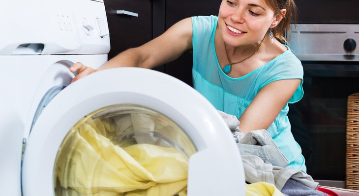 Неприятный запах в стиральной машине_лучшие способы избавления - вещи в стиральной машине