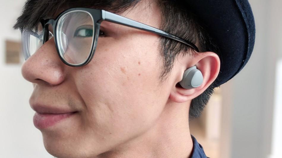 Обзор наушников samsung Gear IconX 2018 - наушники iconX в ушах