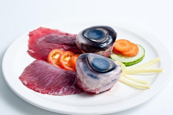 Странные блюда Азии-глаза тунца