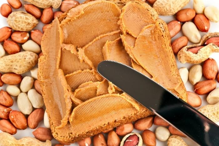 Тост с арахисовой пастой-сытный завтрак