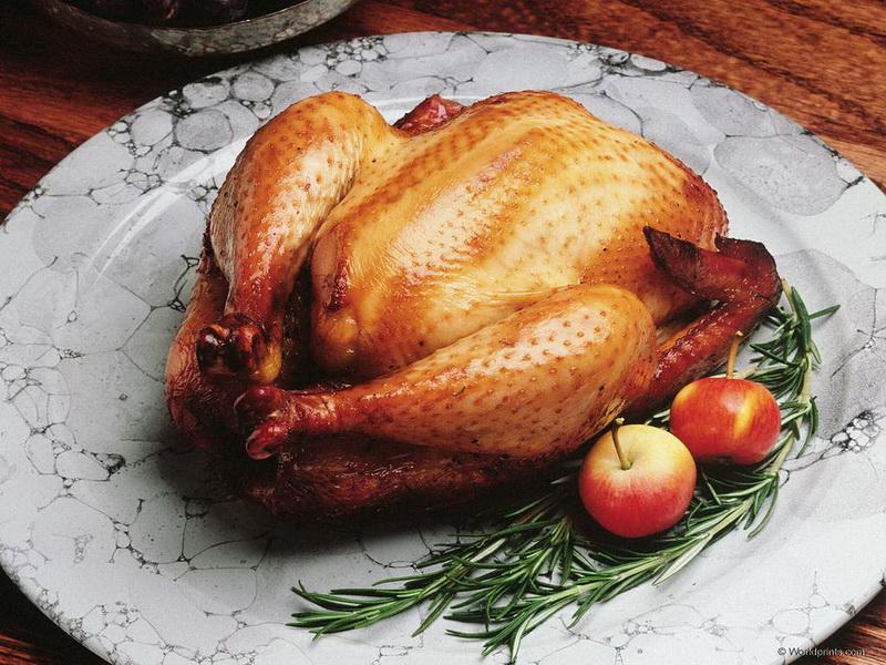 Запеченная курица с яблоками и розмарином-фото