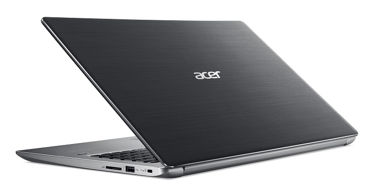 раскрытый ноутбук Acer