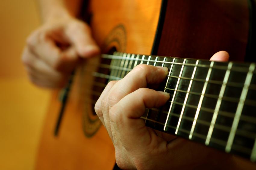 Игра на гитаре-фото