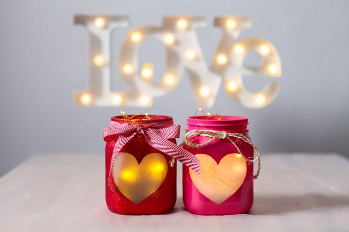 Love-подсвечник ко Дню святого Валентина