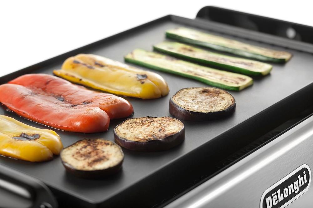 Новый тренд кухонной техники_лучшие электрические грили-барбекю для квартиры - овощи на гриле delonghi