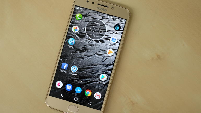 Топ-9 бюджетных смартфонов на февраль 2018 - moto e4 plus