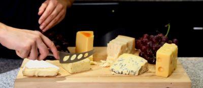 Ніж для сиру з отворами