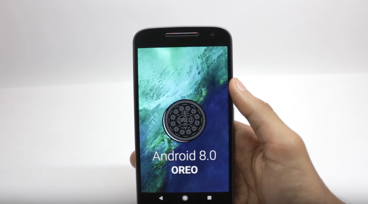 15 изменений и улучшений Android 8 Oreo - смартфон с логотипом android 8