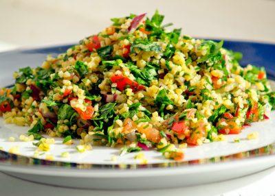Салат с овощами и кашей