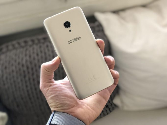 Alcatel 1X-photo 3 смартфон в руках
