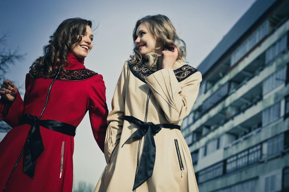Девушки-подружки-пальто