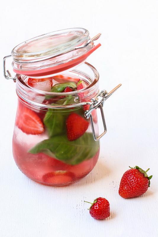 Клубника и базилик-вкусная и полезная вода