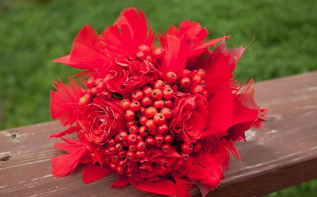 Микс из цветов и ягод-фото
