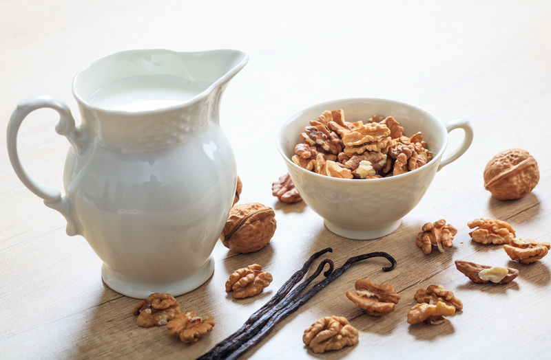 Молоко из грецких орехов-фото