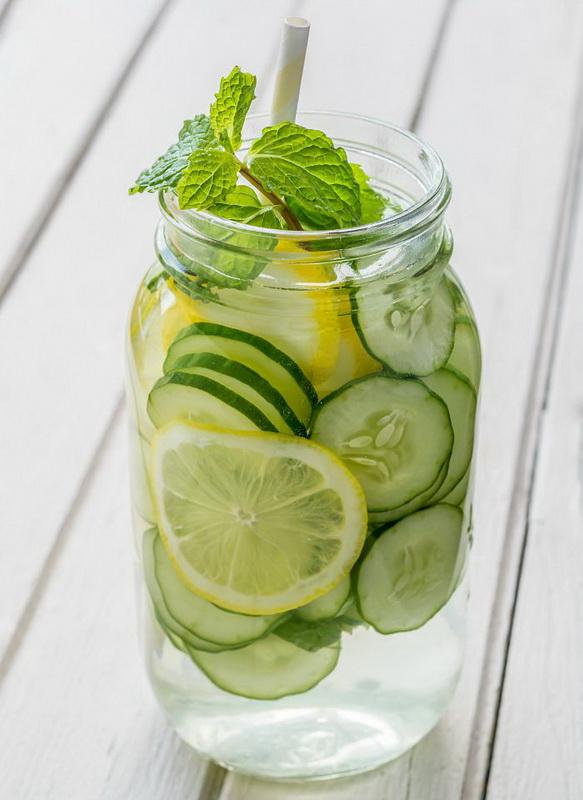 Огурец и лимон-полезная вода