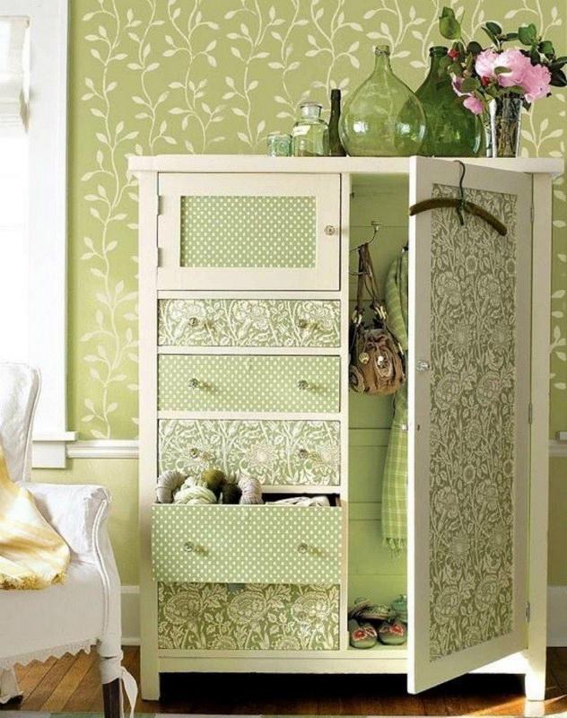 Старый шкафчик-оклейка обоями