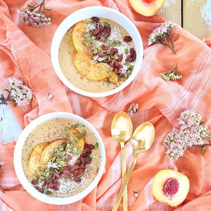 Superfood Peach-Smoothie Bowls