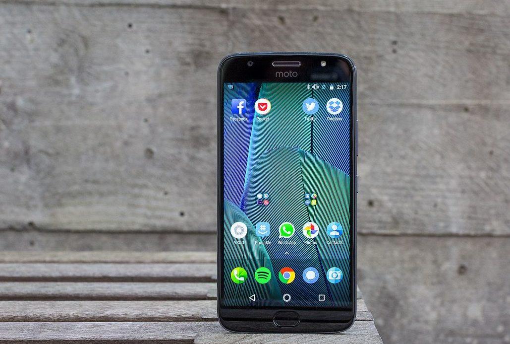 Топ-5 смартфонов на Android из Поднебесной - Смартфон Motorola дисплей