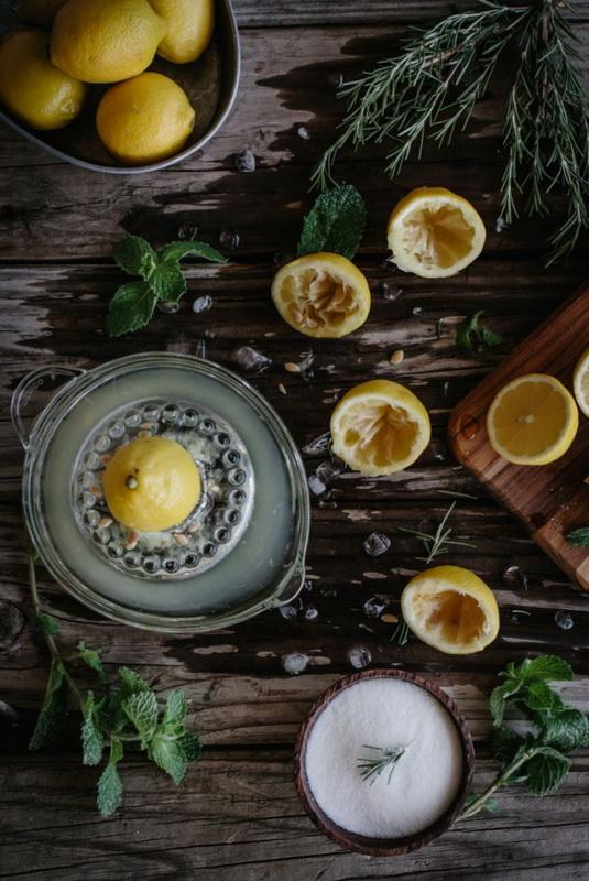 Вода с лимоном-приготовление