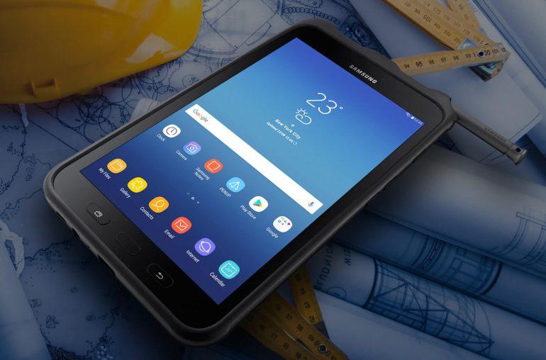 Модельный ряд планшетов Samsung - Планшет на столе