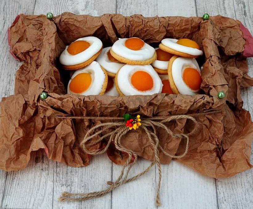 Пасхальное печенье-яичница в подарок