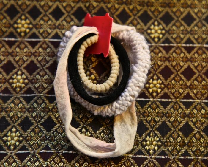 Старые резинки для волос-фото